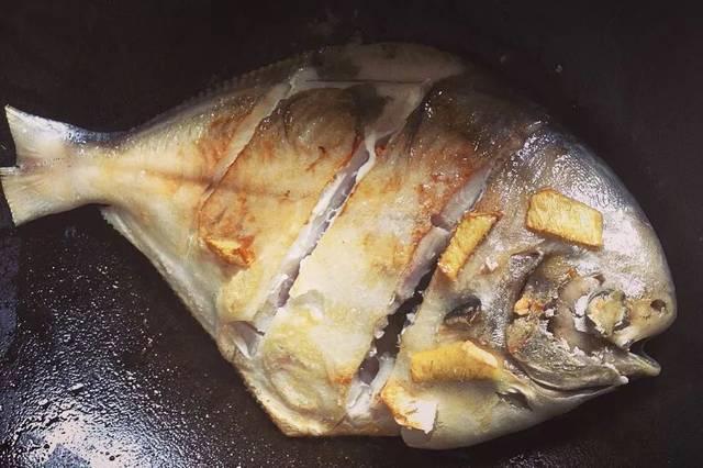 鱼富含蛋白质,蛋白质可坚强得很,炖鱼时,它可不会轻易溶于水,这时候就