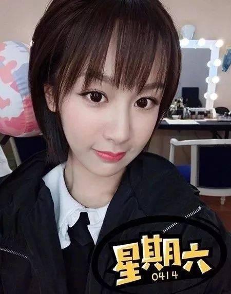 同样剪了刘海的杨紫也自称是十六岁少女哦!图片