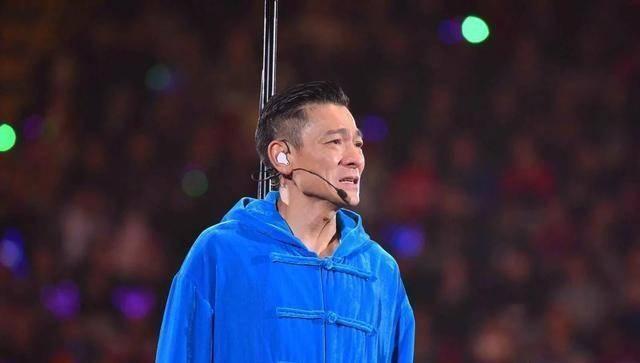 刘德华失声演唱会取消哭着道歉黄牛乐了三千就唱三首歌