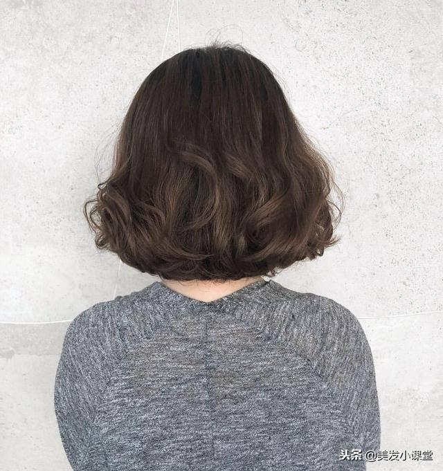 2019年流行短发发型烫一烫,发量太少也能变好看图片