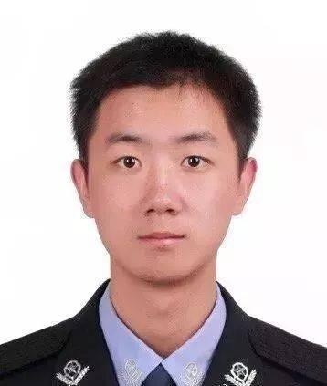 2018年12月31日凌晨,福建高速交警刘才添,高速上遭遇车祸,勇救他人