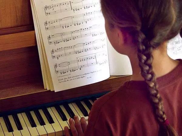从小被逼着背古诗、弹钢琴的孩子,现在感受怎用情趣用品v从小什么图片
