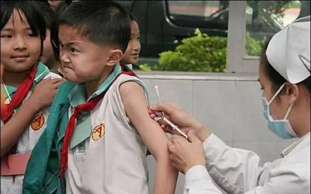 """神吐槽:""""扮护士警察唬小孩""""短视频走红,家长:快来先吓我孩子!"""