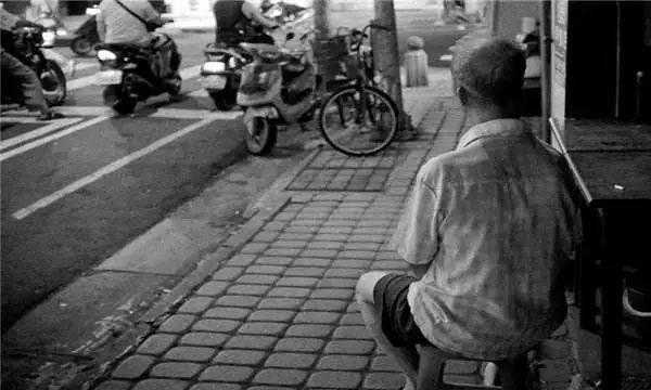 62爱上搜服岁大爷因性需求被骂上热搜:老年人的性与爱为何无处安放?