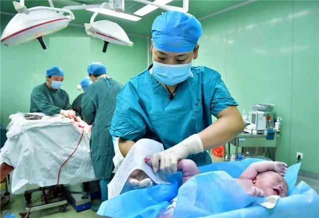 新生儿擦身体的4个好处,有利于宝宝健康,孕妈要了解