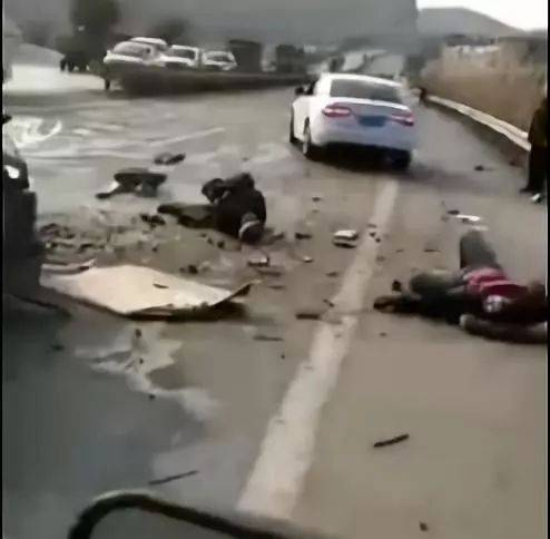 绵三路安宁段发生车祸!1死8伤!