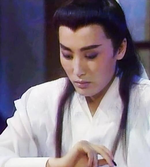 原创《小女花不弃》邢恩女扮男装撩倒一片,哪些女演员的男装成经典?