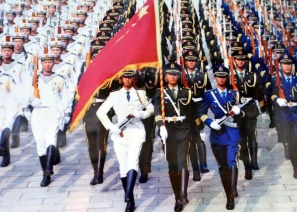 中国阅兵震撼西方,获外国网友好评,期待2019阅兵式