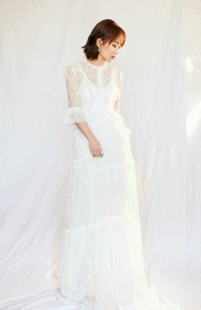 杨紫终于不穿纱裙,一袭碎花长裙温柔甜美,宛如出水芙蓉