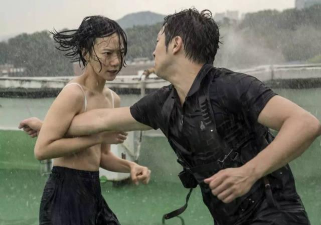 亚州色情好看电影_她是亚洲影后,出身名门却靠出演情色电影走红,如今越活越洒脱