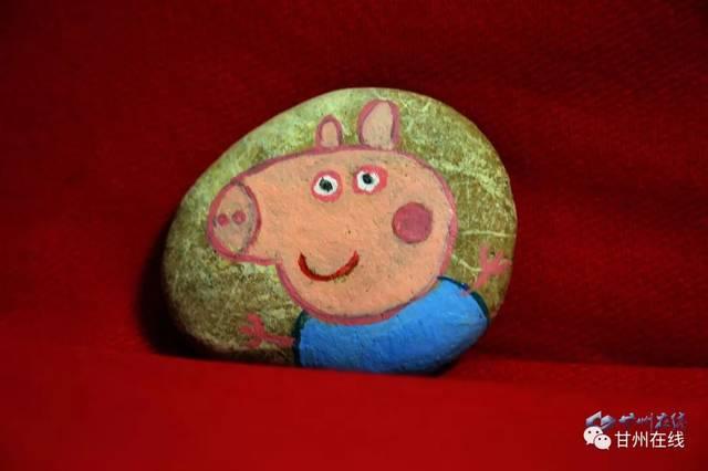 张掖艺人手工制作创意小猪佩琪喜迎新年