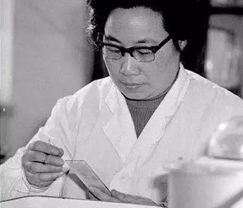 亿宝娱乐:屠呦呦入围20世纪最伟大科学家