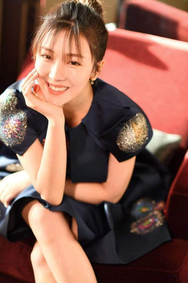 菅纫姿出席盛典活动 轻盈灵动获年度最受期待女演员奖
