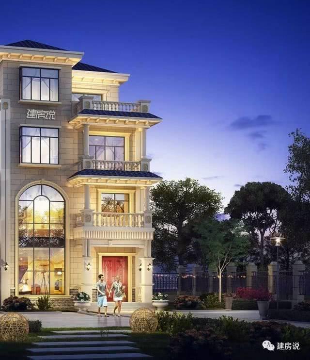 屋顶是蓝色琉璃瓦,多层使用罗马柱装饰,让别墅更有气质.