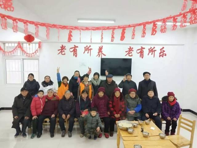 九如城(京南)日间照料中心的长者们吃饺子