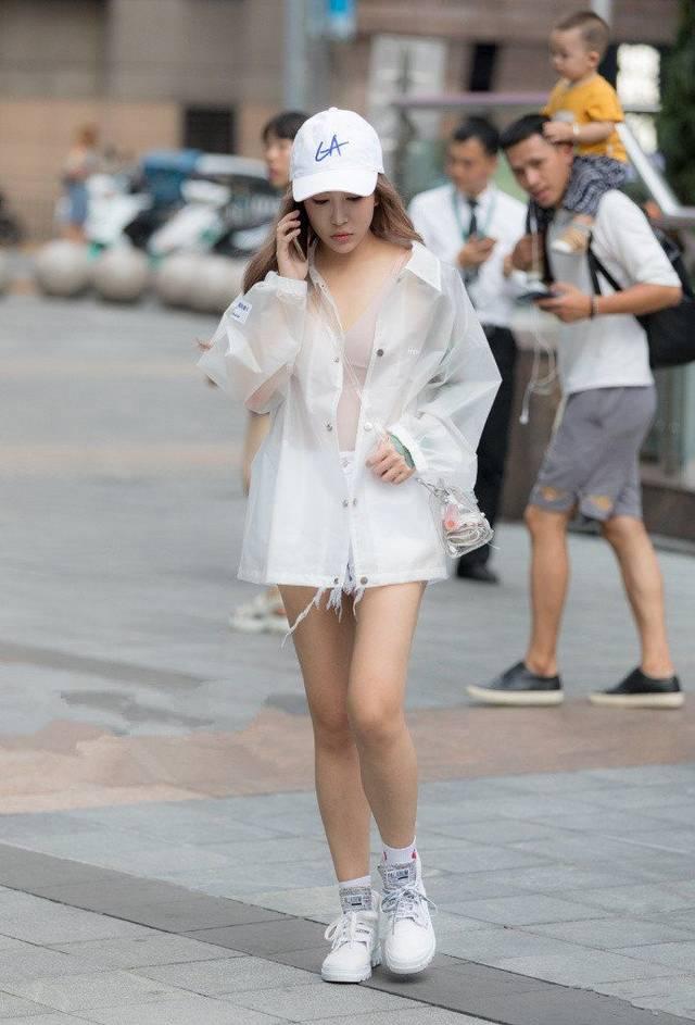 街拍:这样打扮的性感美女在街上拍照,太美了!下性感美女躺图片