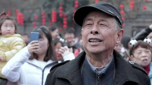 宝宝央视版下载_央视记者蒋林带着一群\