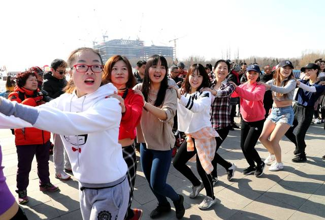 24周日上午9:00第8届奥森光猪cosplay舞蹈健身狂欢节暨光猪跑(全免费)图片