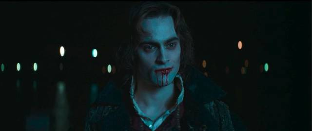 △2002年《吸血鬼女王》,莱斯特扮演者:斯图尔特·汤森德.