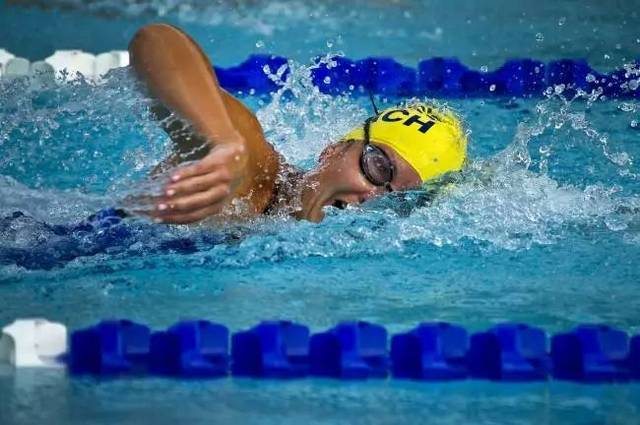 为什么自由泳游不了长距离?