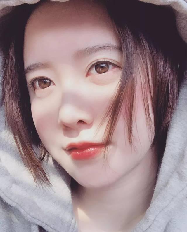 美人妻具惠善雪中自拍晒照 肌肤粉嫩短发俏皮图片
