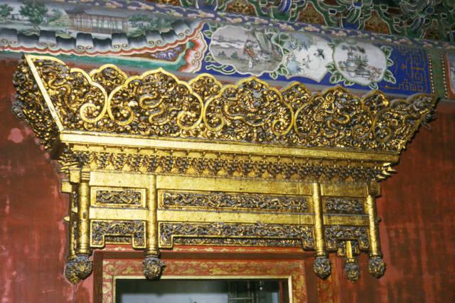 千佰莉女靴正品专�_原创老照片:1973年的北京故宫 游客还可以进到金銮宝殿