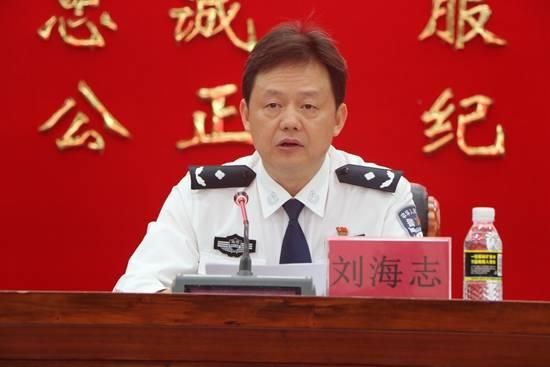 刘海志出席发布会并通报了省公安厅侦办黄鸿发犯罪团伙专案情况(陈家图片