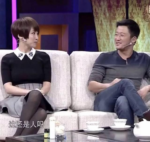 吴京综艺视频_在一档综艺节目中, 吴京夫妇和郭京飞夫妇被安排住在隔壁, 听着隔壁