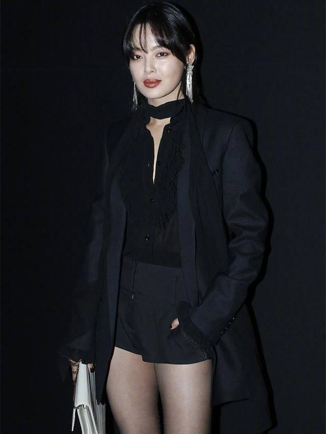 当刘嘉玲与辛芷蕾撞衫黑色西装,终于见识到了气质的最