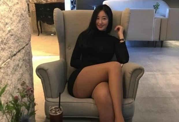 谁说美女一定要有修长美腿,她却靠