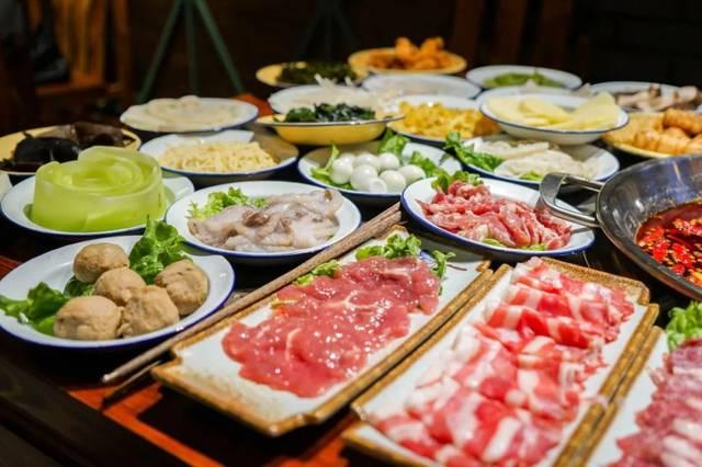菜品一元起 最贵的也只有十几块 搓满一桌 实惠火锅 不用担心荷包的