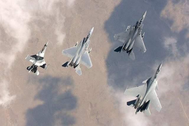 印巴空战愈演愈烈,苏30火力全开,巴铁军机被击落