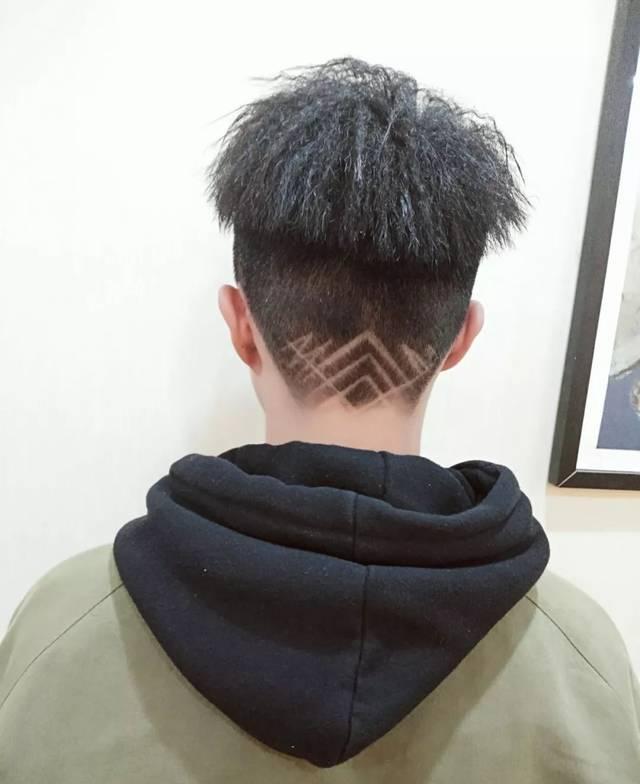 男生锡纸烫发型图片