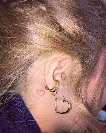 """吴赫,泫雅都爱的""""小学生涂鸦纹身"""",你会想来一个吗?图片"""