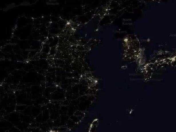 对比三个时期的卫星看东亚夜景图,中韩日30年前后的差距还真不小
