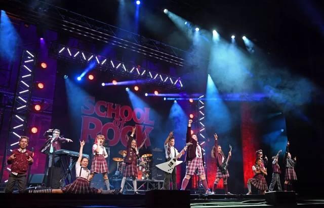 摇滚��.d9.+y��_艺荐·音乐 音乐剧《摇滚学校》北京开学!怀念张国荣演唱会开启