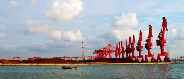 刚刚披露的年报显示,日照港(600017.sh)2018年全港实现货物吞吐量3.