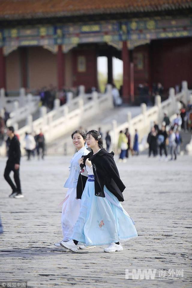 春暖花开之际 北京故宫兴起汉服热