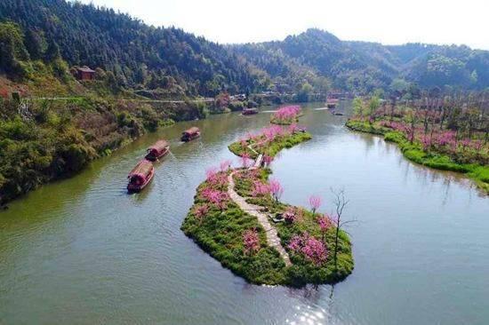 设计理念源于桃花源景区的山水田园之美,寺观亭阁之美,诗文碑刻之美