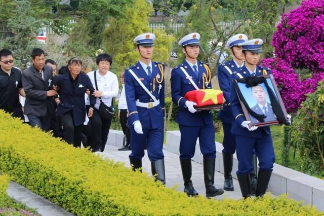 随后,云南森林消防总队政治部副主任李星河宣读了应急管理部关于评定