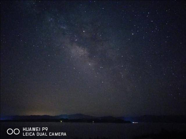 原创卢伟冰实力转发:拍银河只能是华为p30 pro?红米也可以!图片