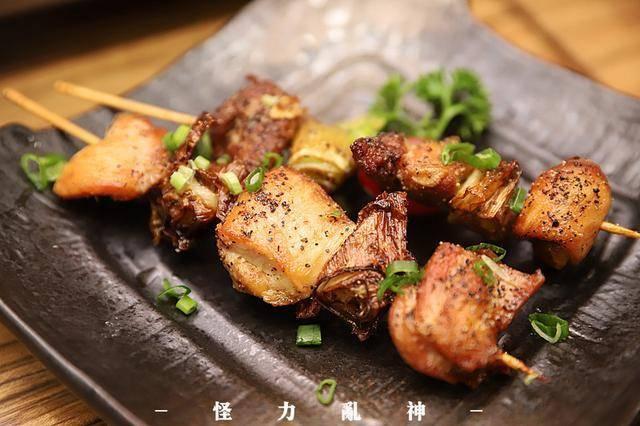 清甜的梅子酒搭配各具特色的烤串,一個人的夜也可以過得愜意.圖片