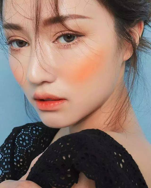 亞洲色_珊瑚橘色也深受女生的喜爱,因为橘色系的彩妆和亚洲人的肤色非常契合.
