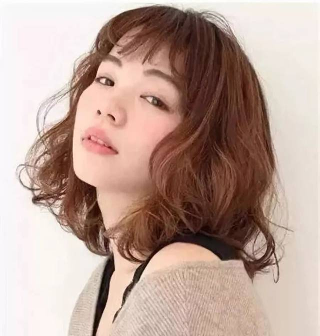 锁骨发适合什么脸型 性感潇洒改变风格-女生短发-发型站_最新流行发型