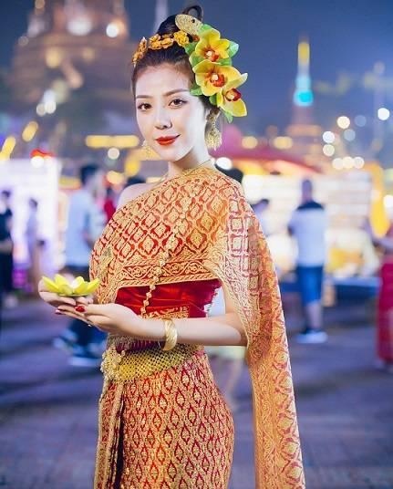 傣族姑娘_为何傣族姑娘看起来都很美?傣族服饰功不可没!