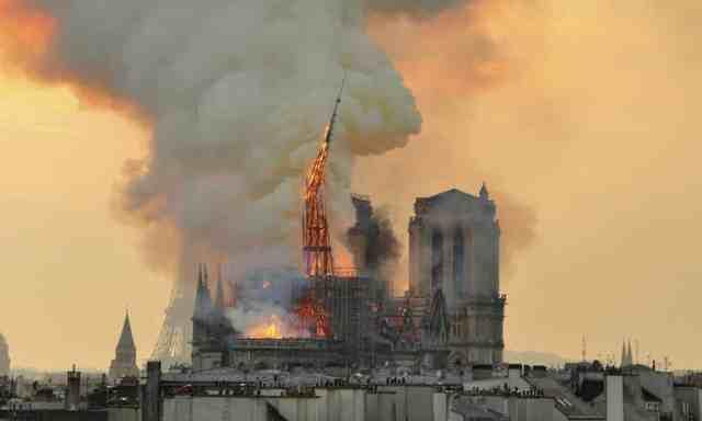创新还是修复?巴黎圣母院尖顶重建方案引争议