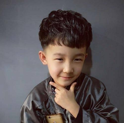 六七八岁男孩发型就是要帅气 男童新潮短发这几款辣妈