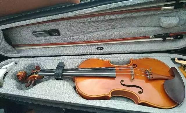 悬!价值12万元小提琴,遗落在贵阳北站人行道……