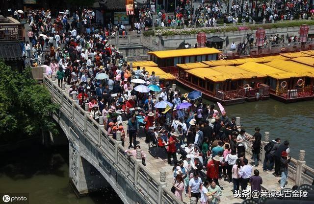 南京:五一小长假第二天 夫子庙景区迎来客流高峰