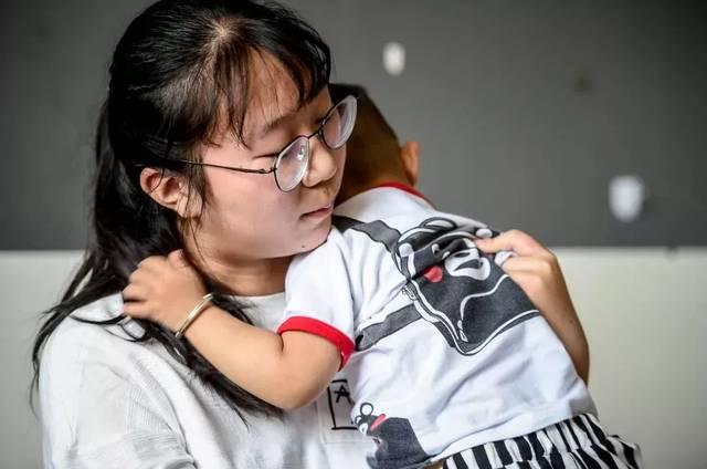 妹妹的骚穴15p_高中女生为妹妹做智能婴儿车,网友:父母欠我一个姐姐!